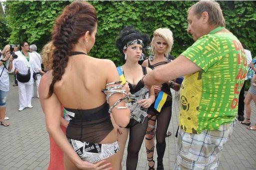http://news.mail.ru/pic/03/56/1059329_630_419_source.jpg