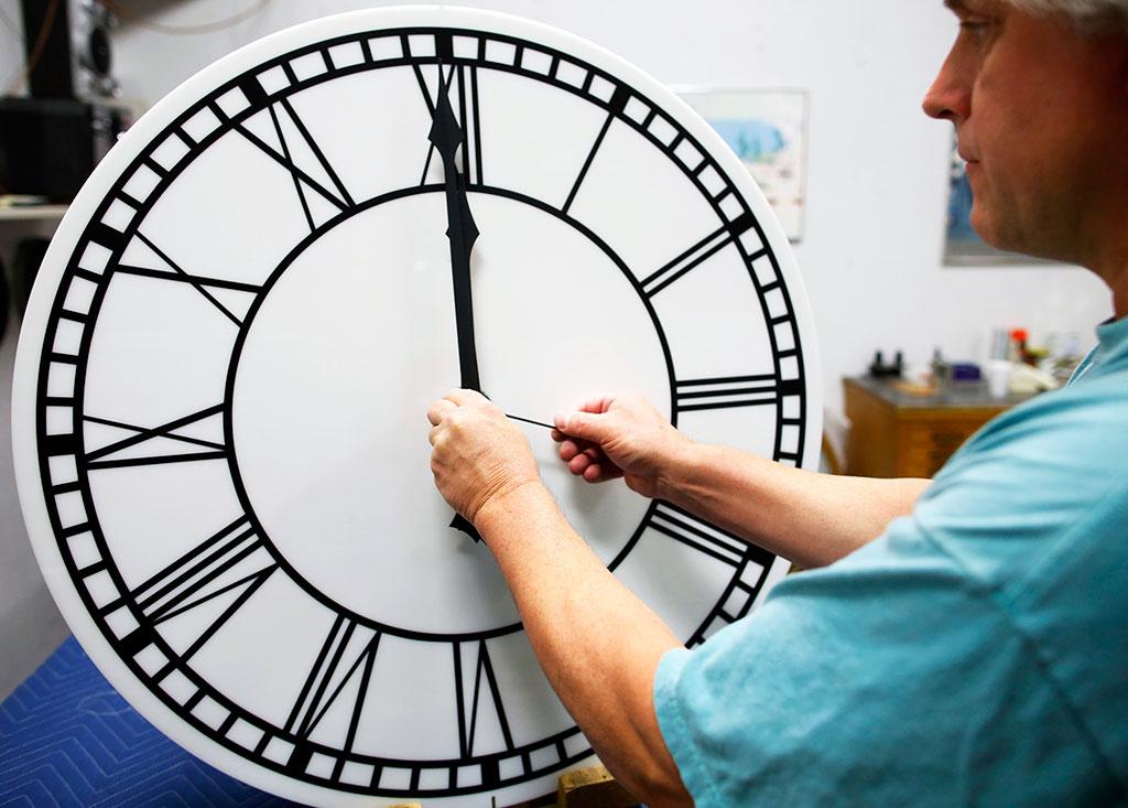 В правительстве опровергли, что перевод часов на зимнее время был последним