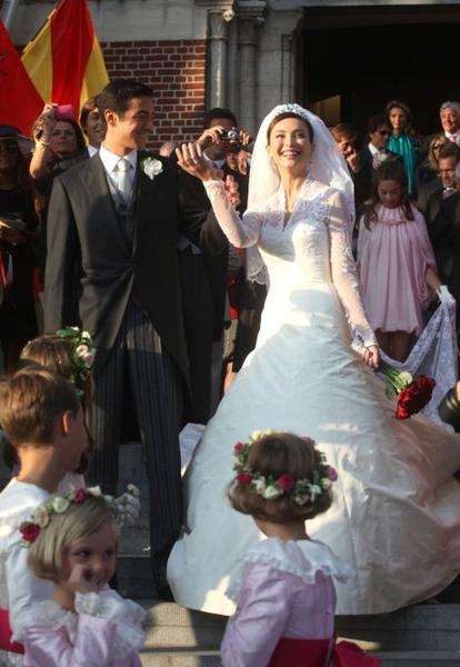 Королевская свадьба: Как Британия нарядилась к торжеству - Страница 2 955109_414_600_source