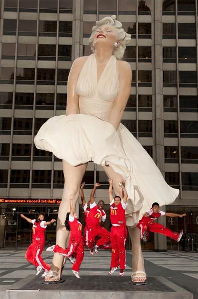 Памятник Мэрилин Монро в Чикаго 1044540_397_600_source