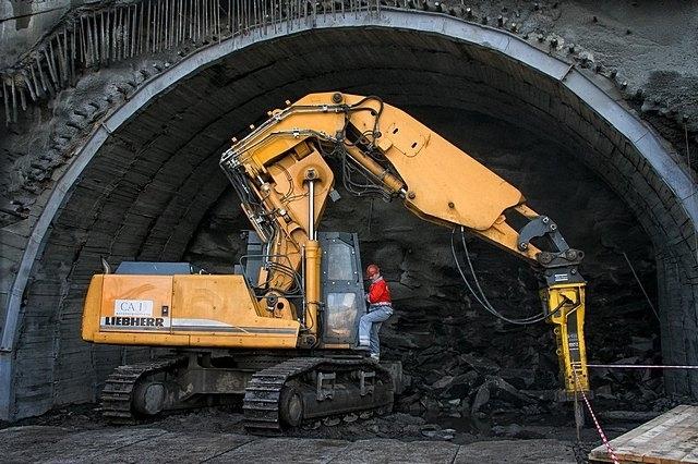 """""""Укрзалізниця"""" проложила в Карпатах тоннель в Европу"""
