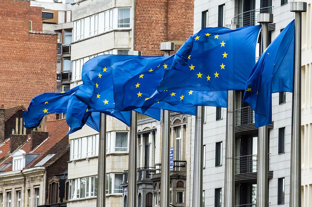 """ЕС должен предоставить Украине """"безвиз"""" в ближайшие недели - Еврокомиссар"""