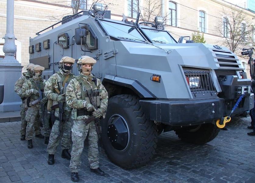 Сделано в Украине: харьковская полиция получила новый броневик. Фотофакт