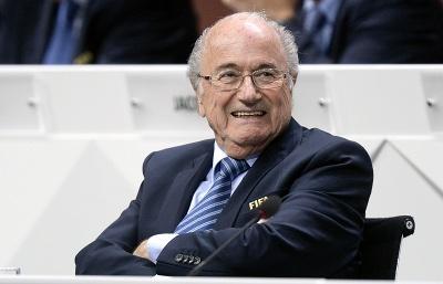 Президент ФИФА Йозеф Блаттер исключил свою немедленную отставку