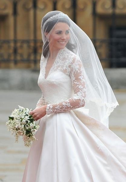 Королевская свадьба: Как Британия нарядилась к торжеству - Страница 2 955110_417_600_source
