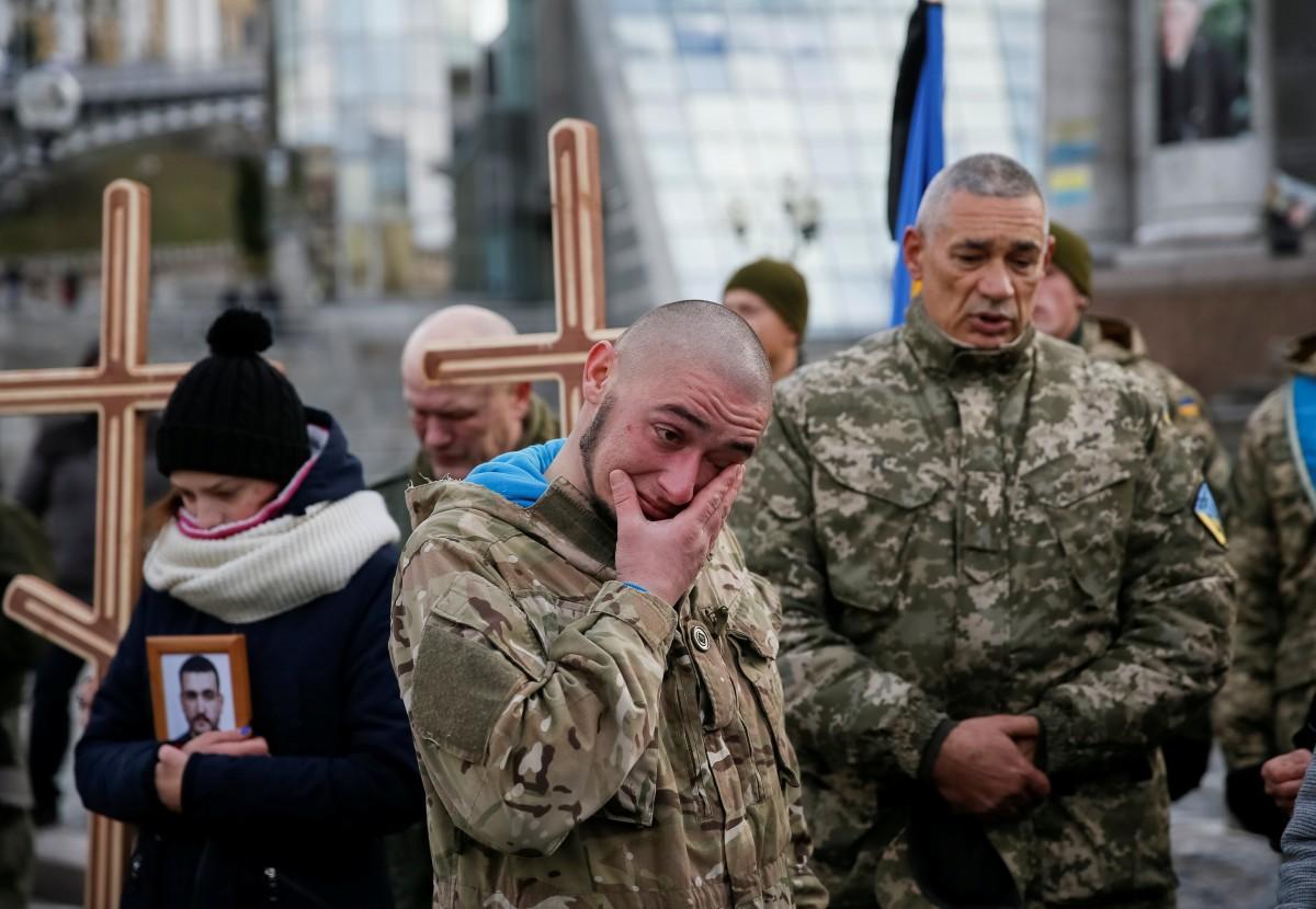Мужчины не сдерживали слез: на Майдане простились с двумя погибшими бойцами АТО