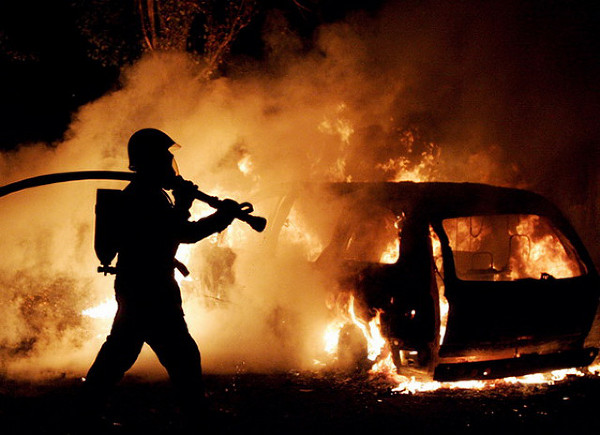 В Грозном подорвали автомобиль полицейского