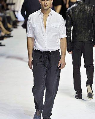 ...женские гардеробы, согласитесь, мы их считаем исконно мужской одеждой.