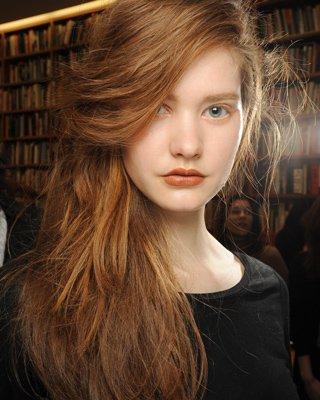 Данной осенью мы будем укладывать волосы по-всякому.