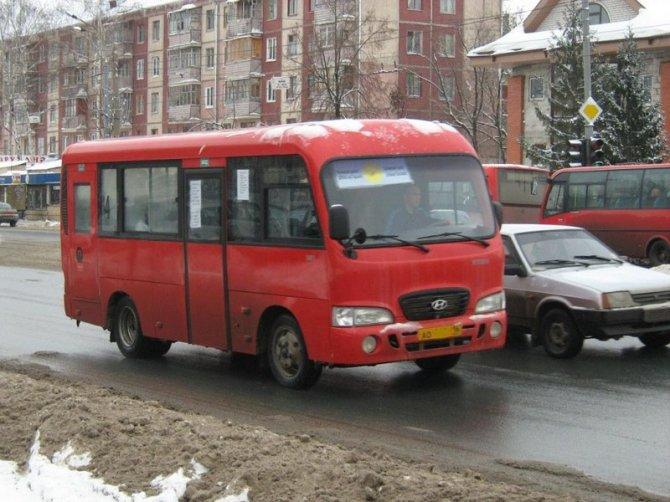 В очередной раз не обошлось без ДТП с участием красного автобуса.  В 7.35 на улице Ибрагимова водитель автобуса...