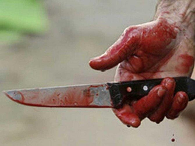 В Молдове молодого человека в драке ударили ножом в грудь, но он не заметил