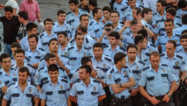 Начальников полиции уволили в 16 провинциях Турции
