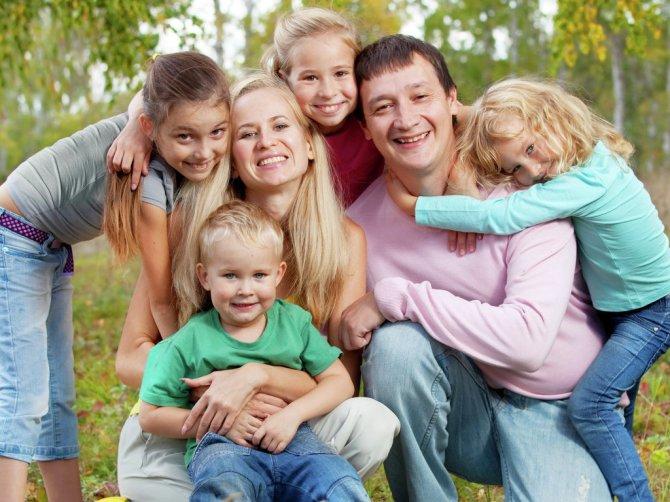 На какие льготы имеют право многодетные семьи? . - Я мама
