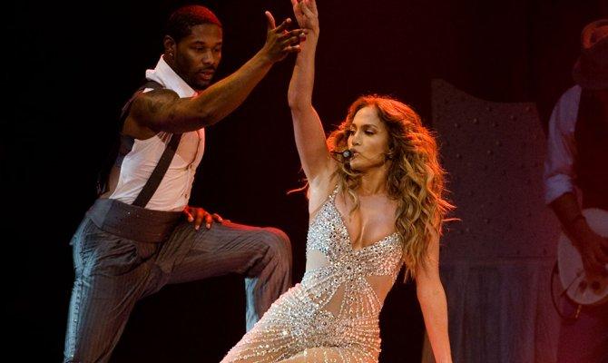 Поп-дива Дженнифер Лопес устроила на сцене «грязные танцы» со своим бойфрендом