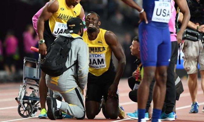 Самый знаменитый спринтер планеты получил травму ноги и остался медалей в своем заключительном забеге.