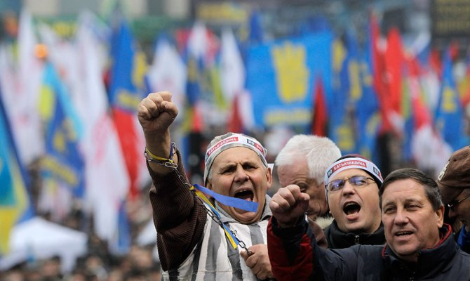 Европа и Майдан критикуют соглашения о кредите и газе