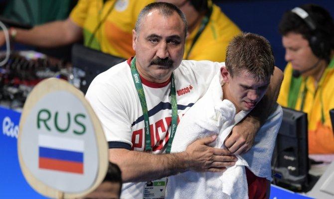 Слева направо: главный тренер сборной России по боксу Александр Лебзяк и Виталий Дунайцев (Россия) в 1/2 финала соревнований по боксу среди мужчин в весовой категории до 64 кг на XXXI летних Олимпийских играх.