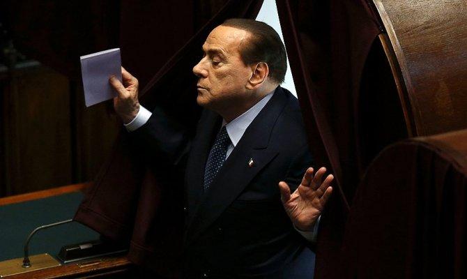 Сильвио Берлускони ведет Италию к новым выборам