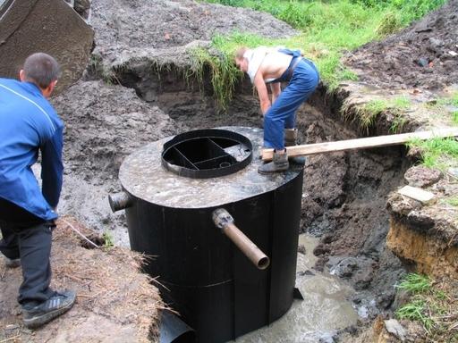 Гораздо удобнее, но заметно дороже установка септиков.  Сегодня этот вариант устройства канализации становится...