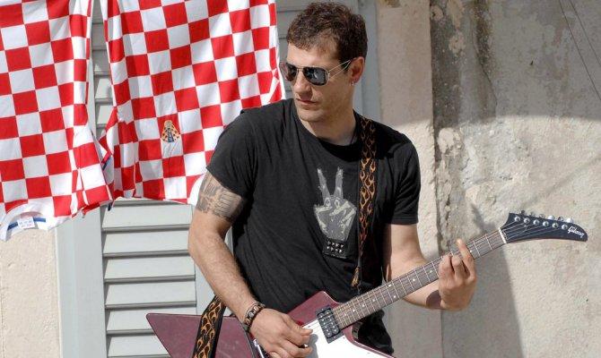 Гаскойн Билич Иглесиас и другие футбольные рок-н-ролльщики - Фото